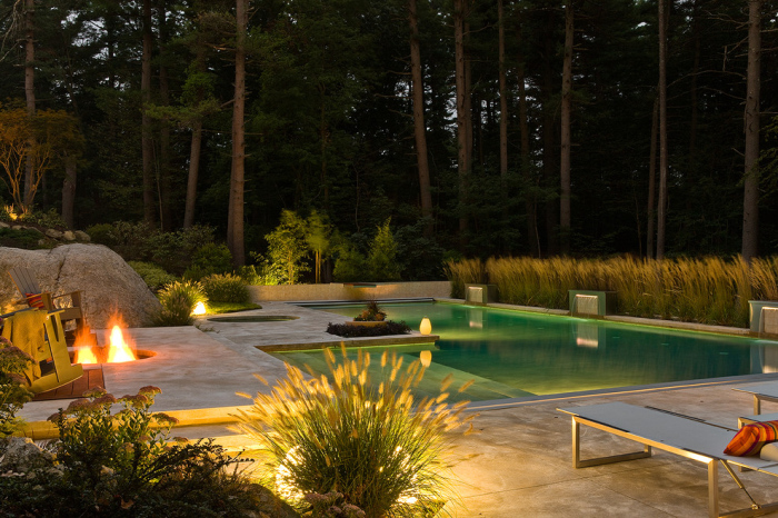Light-in-one-corner-of-the-swimming-pool