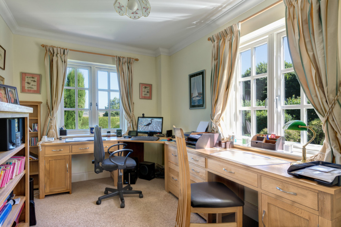 Country-Home-Office-with-custom-office-wooden-furniture-design