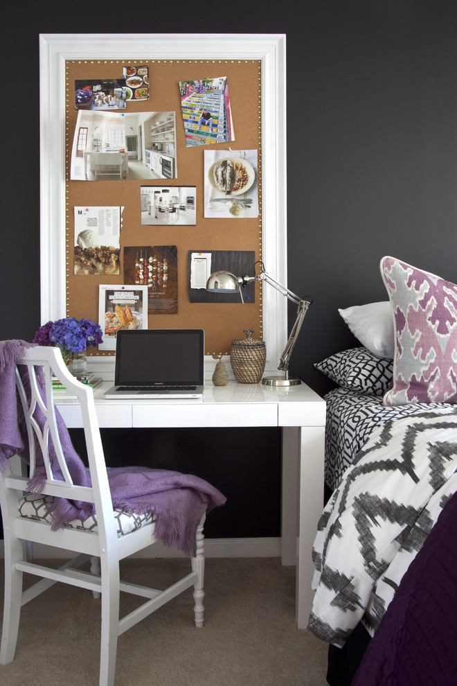 Eclectic-bedroom-with-a-cork-board-idea-for-office