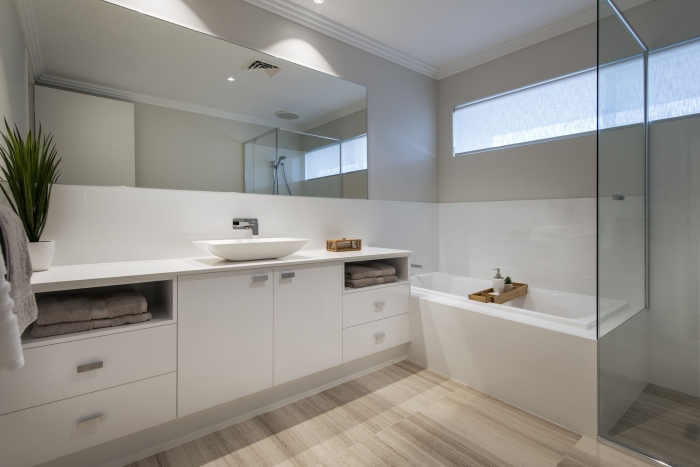 swappy-white-porcelain-bathroom-interior-Roman-crescent-residence-with-cool-coastal-setting-in-Etesian-Australia-Etesian