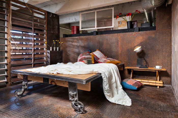 Bedroom-with-rusty-black-diamond-plate-wall-and-floor