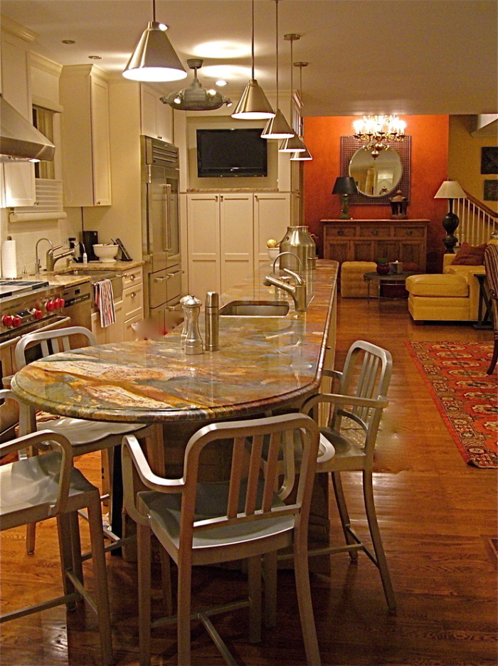 The kitchen table match up with trendy wooden chairs