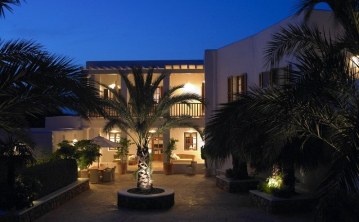 Exterior-Ibizan-Style-House-In-The-Evenings