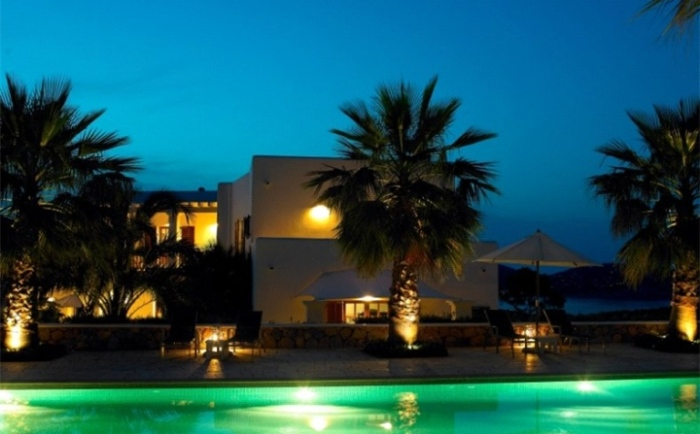 Stunning-Exterior-Ibizan-House-In-The-Evenings