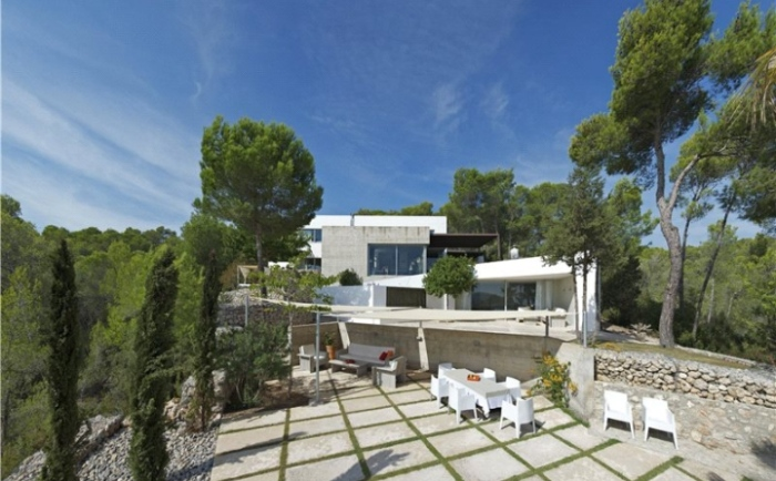 White-Exterior-Modern-Villa-Design