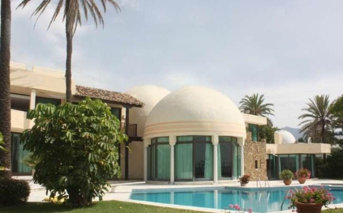An-exterior-beach-residence-with-dome-shaped-glass-entrance-and-a-swimming-pool-in-front