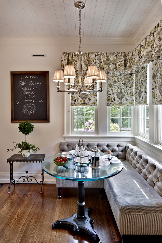 Elegant-dining-room-with-the-tufted-dining-bench