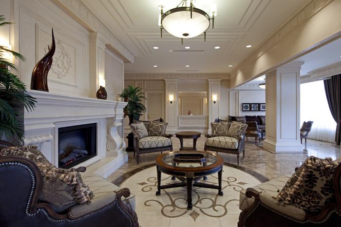 Traditional-Hall-Lobby-Decorating-Idea