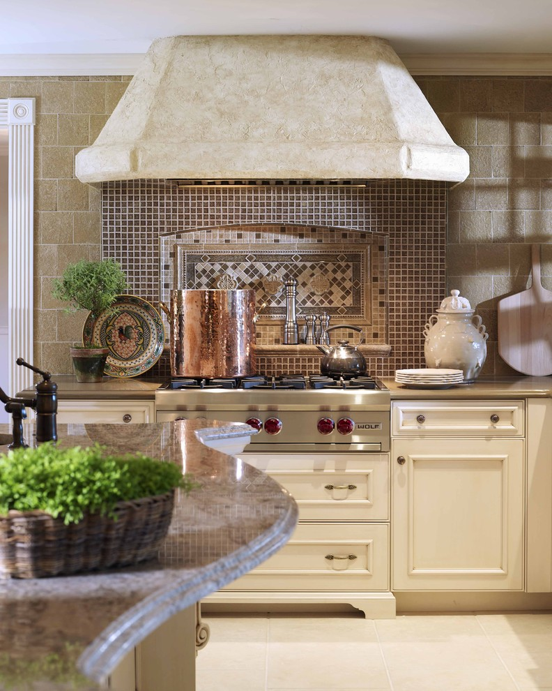 10 elegant cream colored kitchen designs interior design for Pics of traditional kitchens