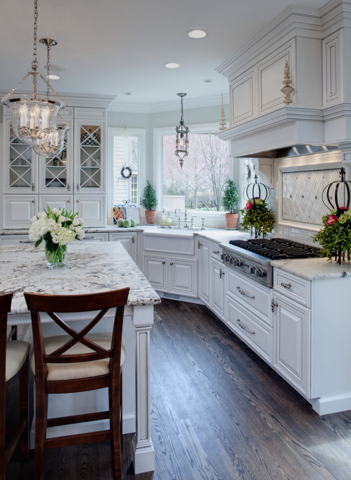 Traditional-Kitchen-with-white-glass-tiles-back-splash