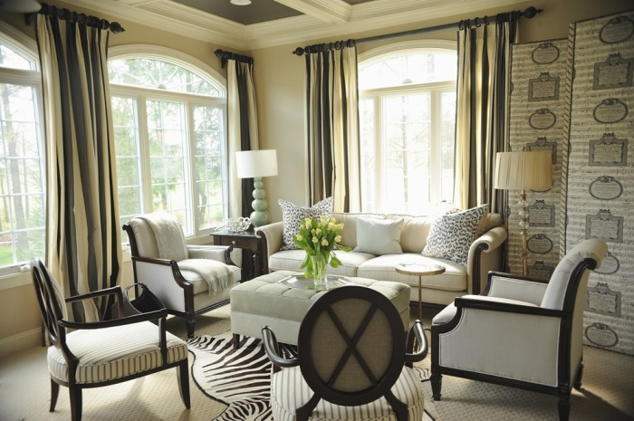 Traditional-Living-Room-Idea-With-Long-Curtains