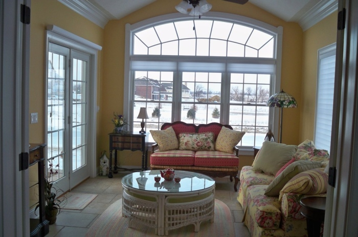 White-and-yellow-living-room-with-a-wide-arc-with-small-box-like-glass
