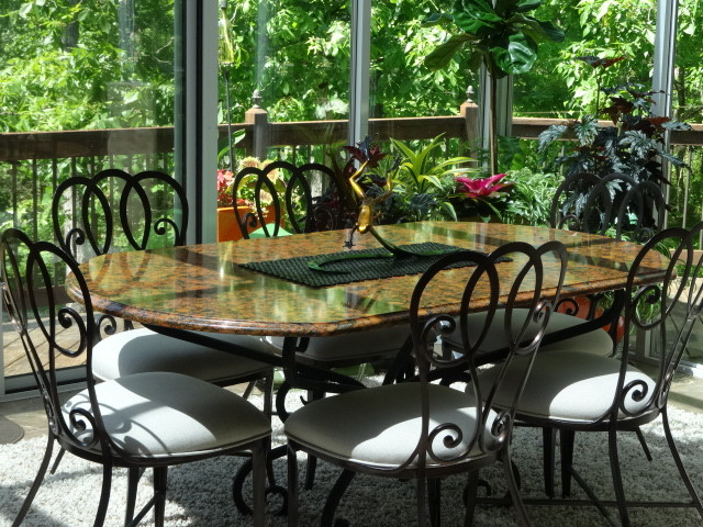 Dining-area-with-black-stylish-chairs