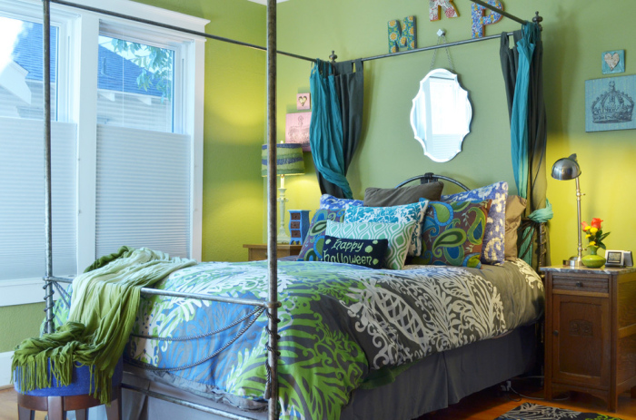 Lime-Green-Looks-Good-With-White-Blue-And-Cozy-Colour-Schemes-In-This-Bedroom