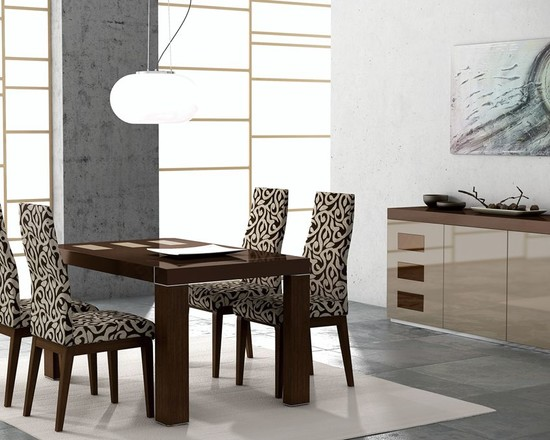 Italian-kitchen-with-a-contemporary-coffee-dining-table-idea