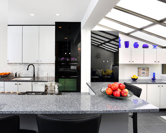 White-and-dark-contemporary-kitchen-lighting-idea