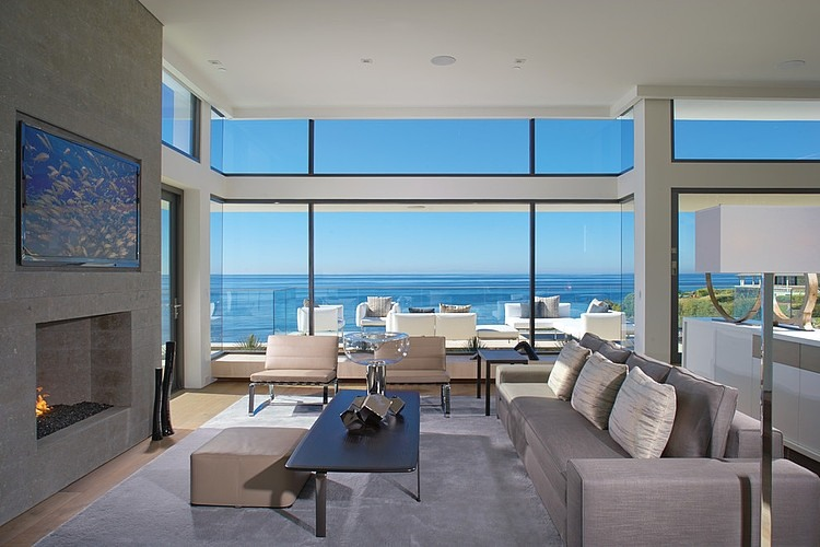 Rockledge residence living room with sea front