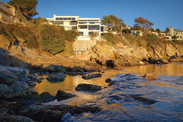 rockledge residence on the hill