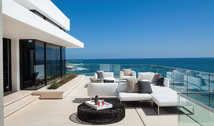 outdoor living facing the sea