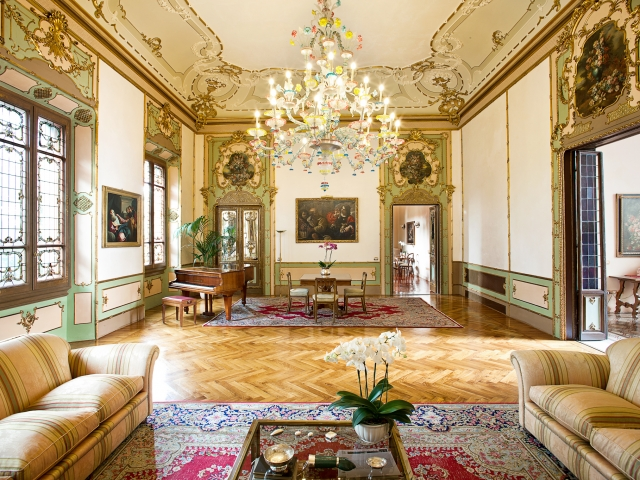 Victorian type living room design