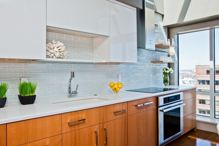 Contemporary-Kitchen-with-white-and-nude-grey-glass-tiles-back-splash