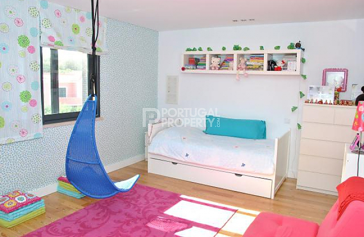 colourful girl's bedroom idea