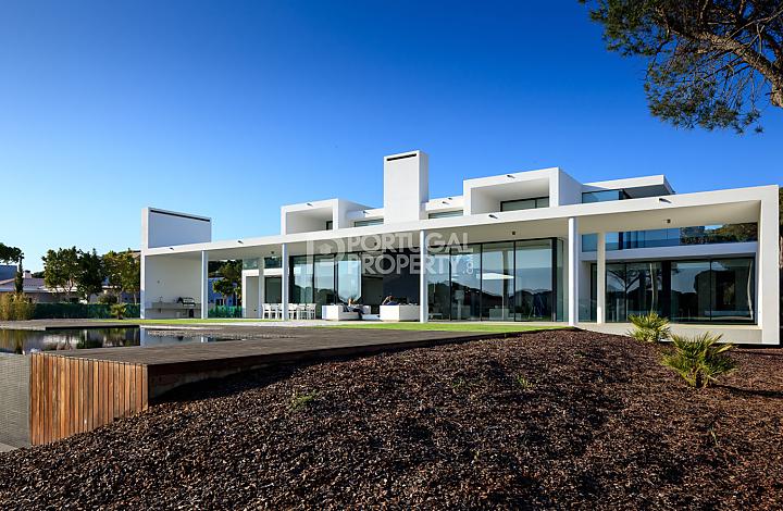 spacious house walls