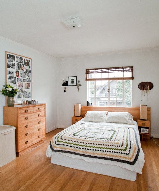 Bedroom with multiple drawer system with glass windows