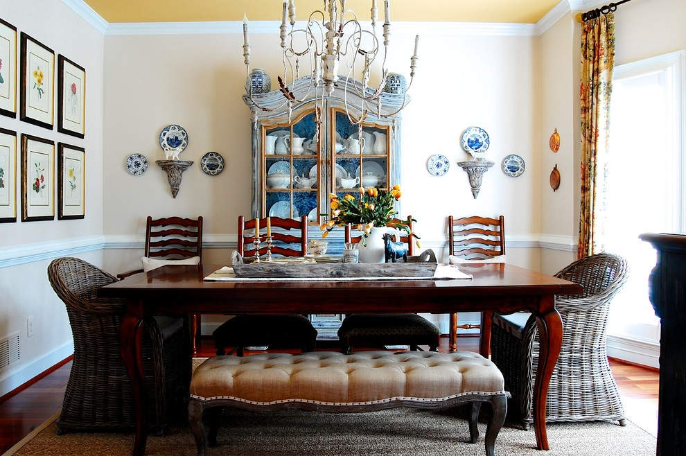 10 ideas for formal dining rooms for Traditional dining room wall decor