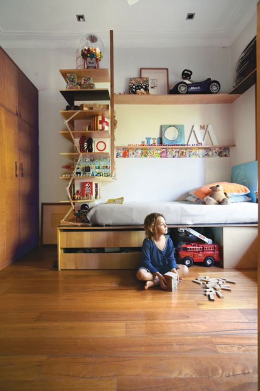 Small space bedroom designs for your kids for Shelving for kids room