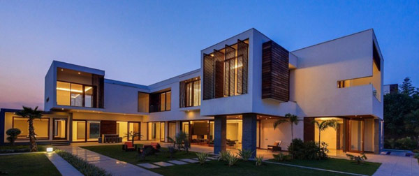 Modern house architecture also gives importance to the landscape surrounding the house