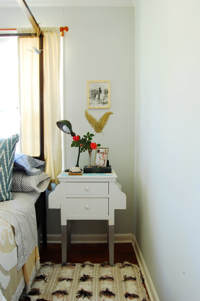 This side table is It is simple and quietly stays there looking at you