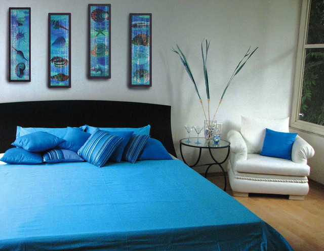 Painting the wall with neutral color such as white makes blue to stand out in this bedroom