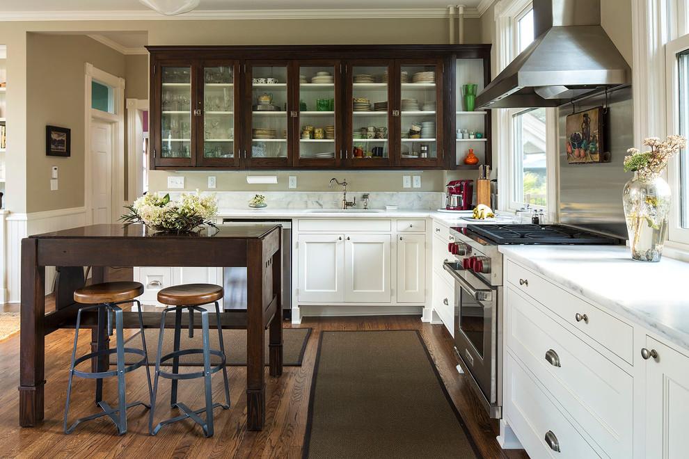 breaking up dark cabinets with glass door fronts