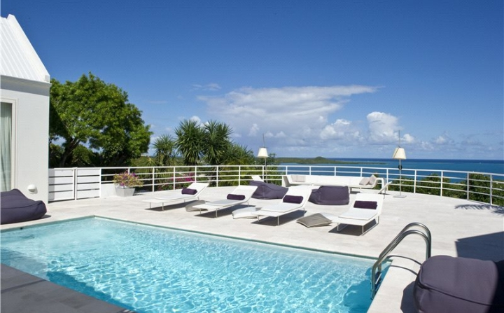 villa with infinity swimming pool