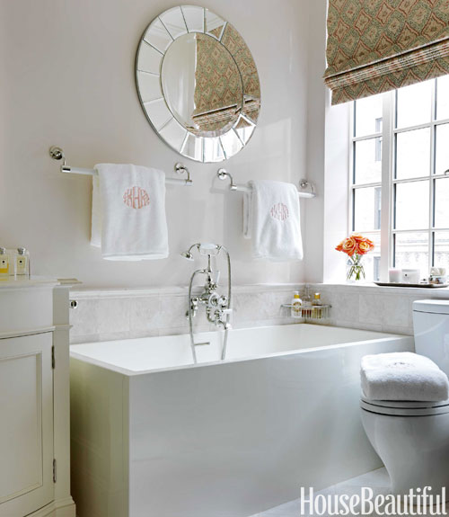 Ideas for small bathrooms for your home for Tiny bathroom decor