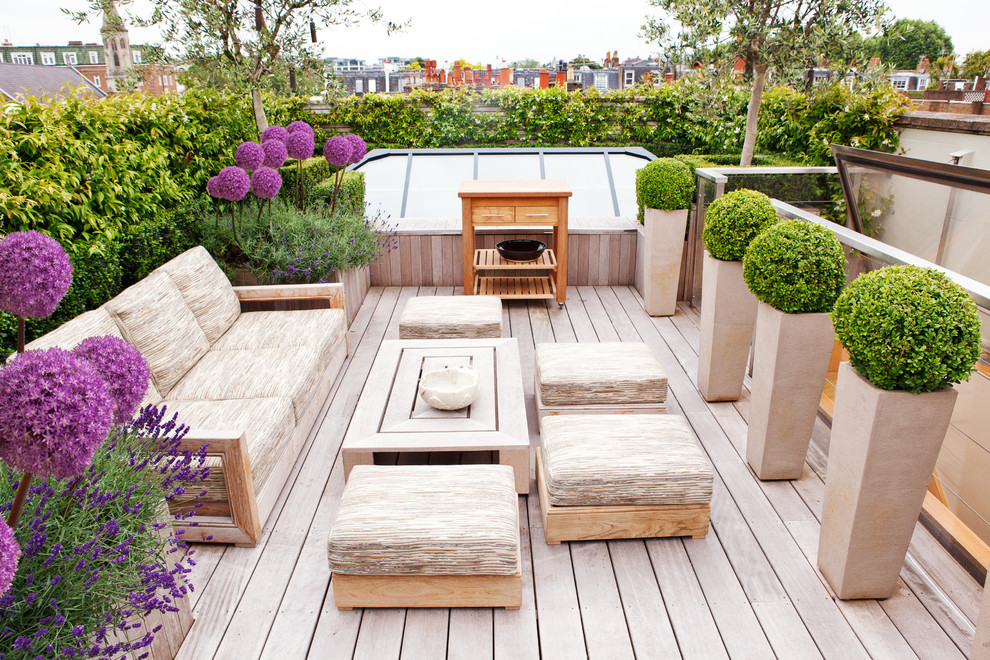 Designs for an amazing backyard garden for Garden decking design ideas