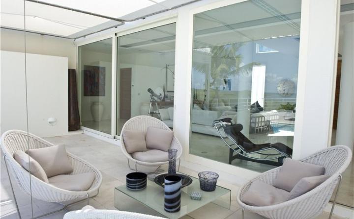 sunroom with cane furniture