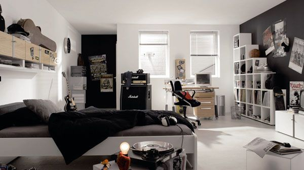 White and dark colous is this teen bedroom