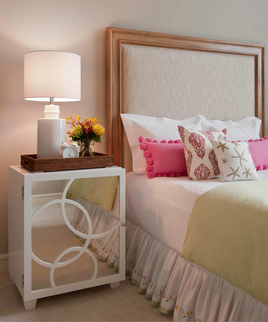 Cool bedside table looks great in a bed nook for Side table decor bedroom