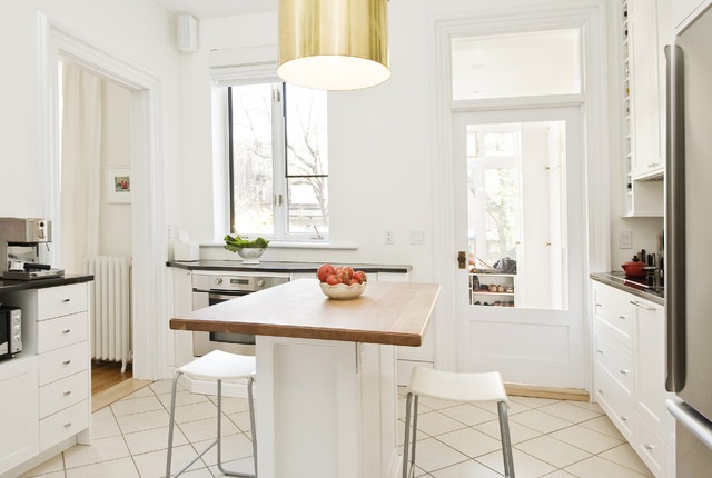organized and trendy kitchen design with a simple yet elegant island