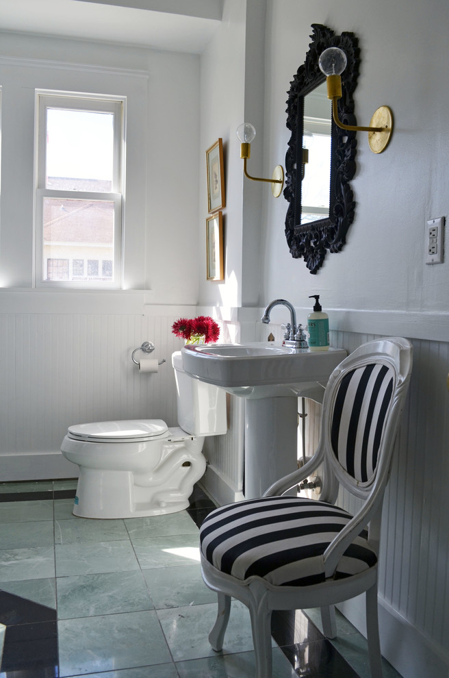 Sweet small bathroom design