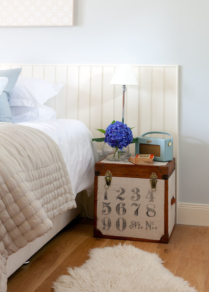 Small Bedside Table Ideas: Cool Bedside Table Designs For Small Bedrooms