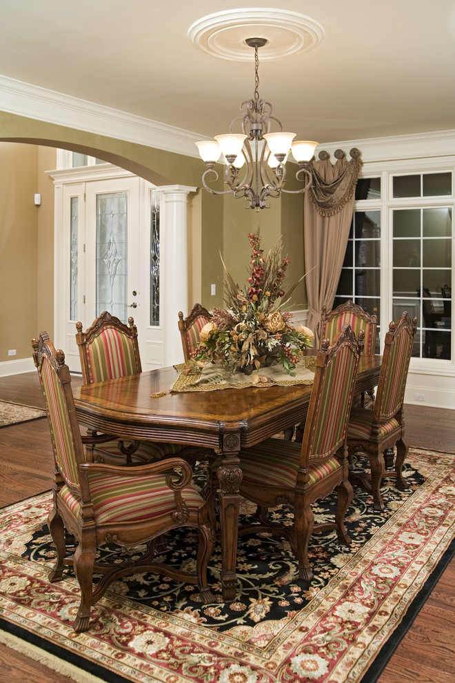 Elegant dining room table arrangement for Dining room ideas traditional