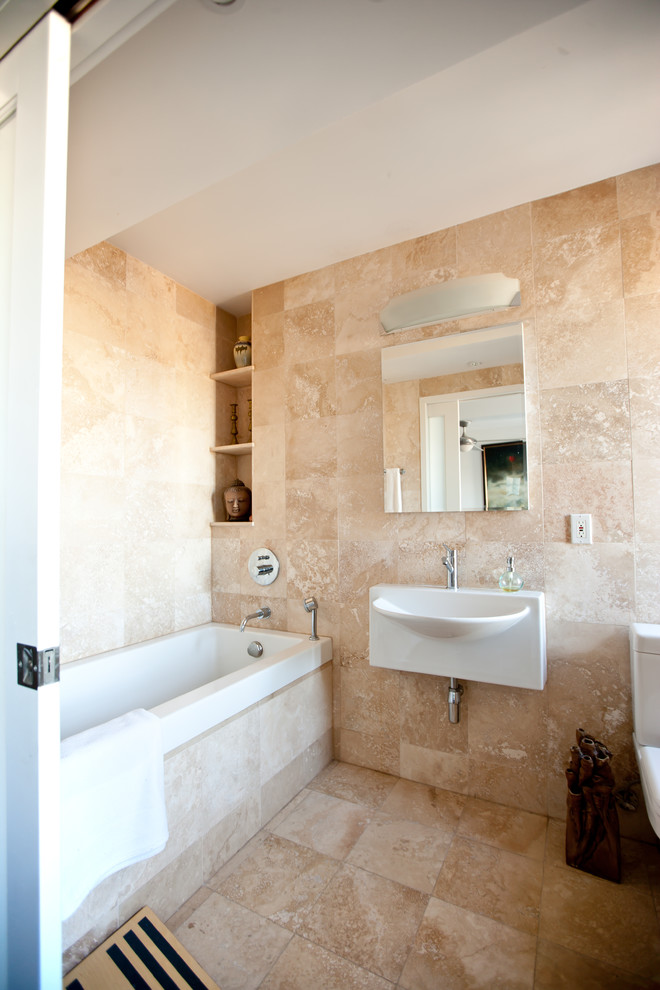 Beautiful small bathroom with travertine tiles idea