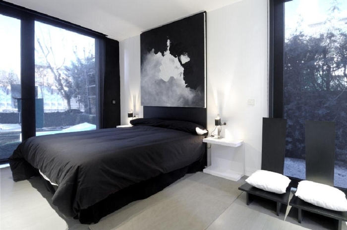 Bedroom with a big and comfortable bed