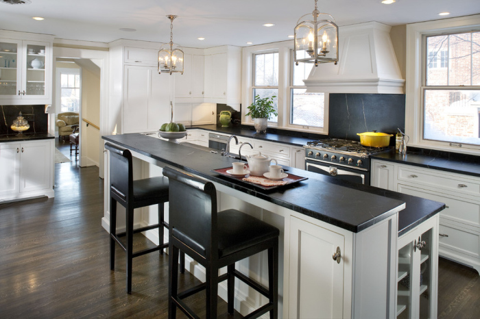 Black plain kitchen backsplash idea