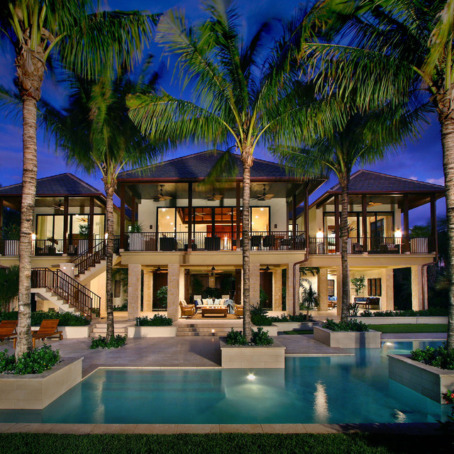 Captiva house with big palm trees in the centre