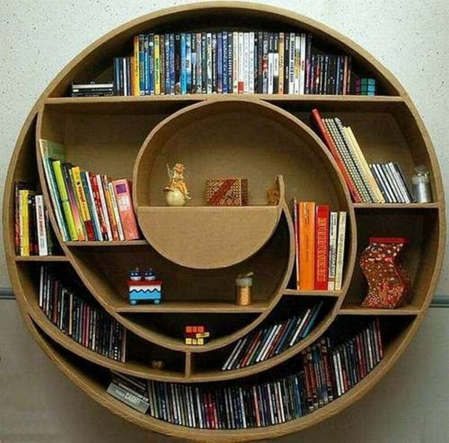 Centrepiece with books on it
