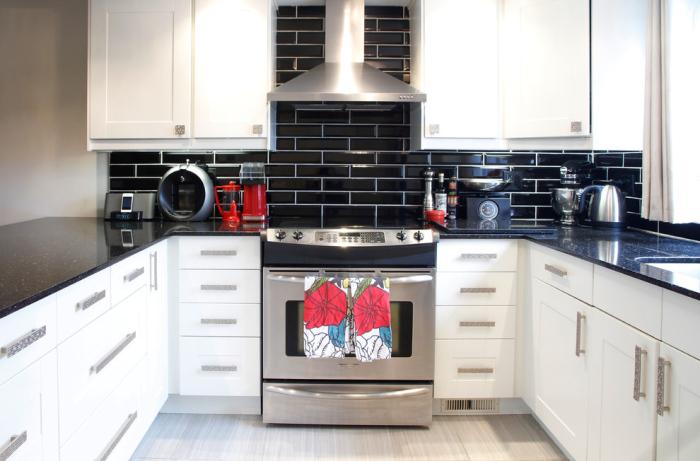 Black shiny back-splash tiles